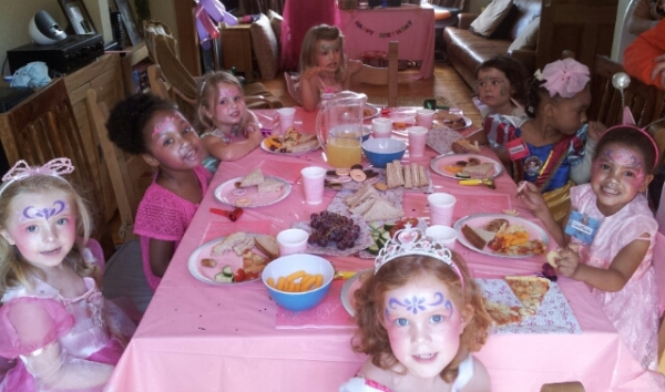 the Caitlin Ford 4th birthday Fairy party was finally back on!!  thanks Grannie for her lovely cake & dress